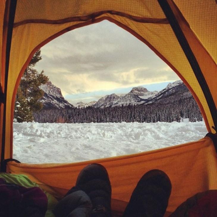 vista de la nieve desde la carpa
