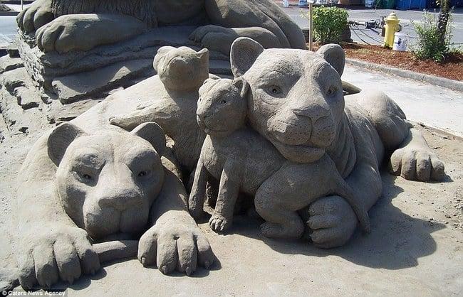 leonas con sus cachorros