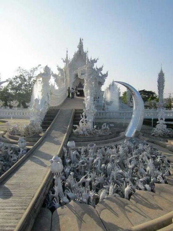 procesion en Templo Budista de Marmol Blanco de Tailandia