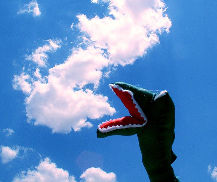 dnosaurio comiendo una nube