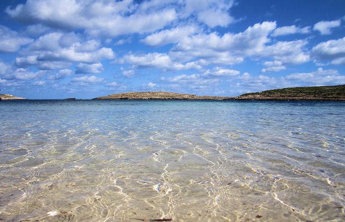 playa con agua