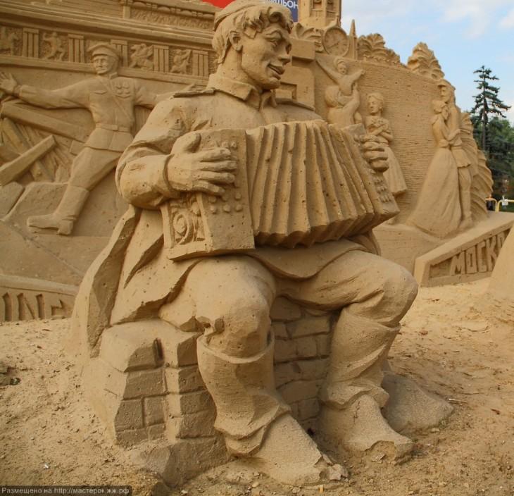 hombre tocando el acordeón