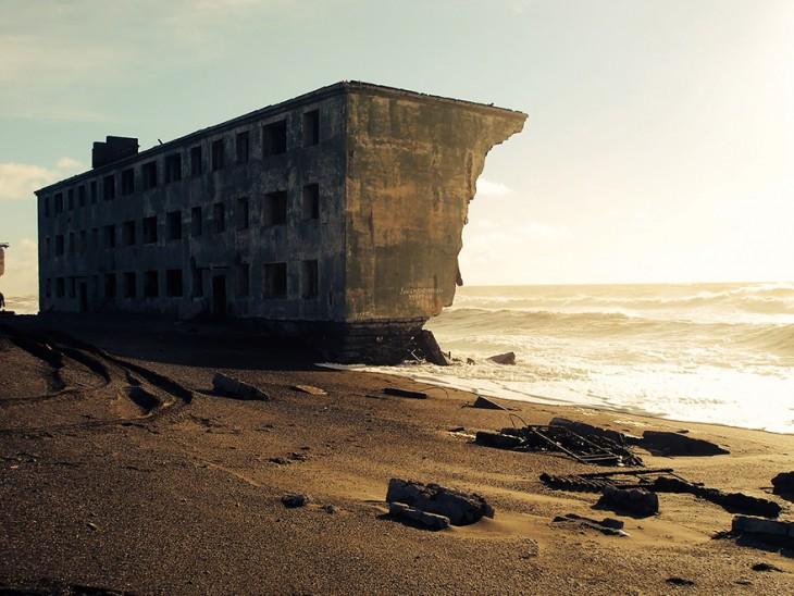 edificiodestruido por el mar