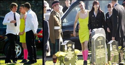 pacto de vestirse horrible entre 2 soldados Británicos