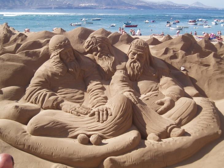 reyes magos hechos de arena