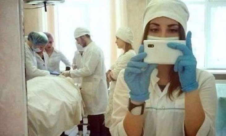 selfie asistiendo una cirujía