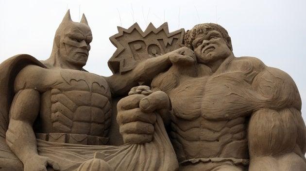 batman peleando con Hulk