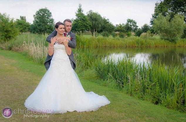 la pareja feliz por su matrimonio y fisico