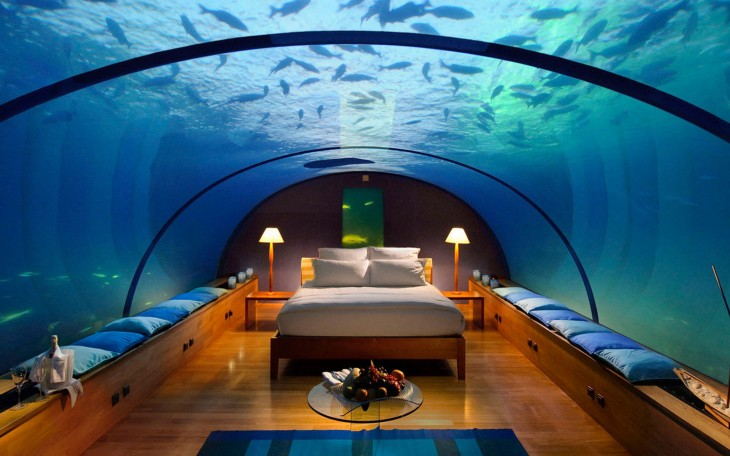 habitacion bajo el agua donde duermes viendo los peces