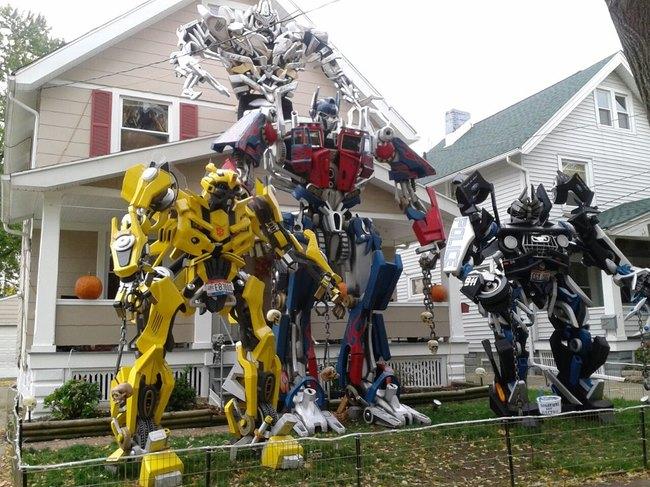 casa con robots en forma de transformers