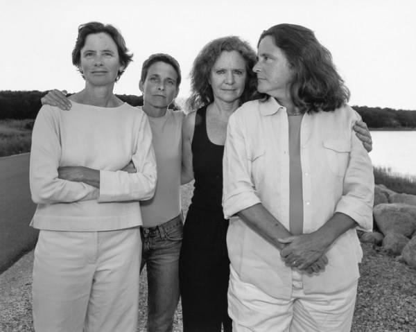 4 mujeres afuera
