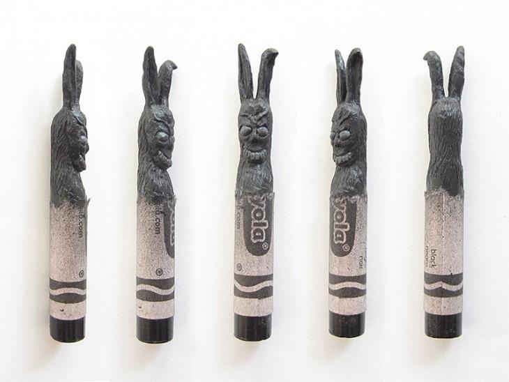 Crayola con la cabeza esculpida de donnie darko