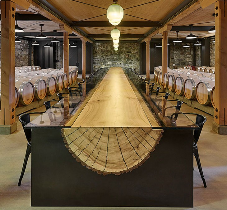 Mesa con el diseño de un tronco a la mitad