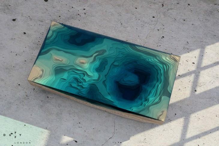 Mesa con el diseño de un océano en la parte superior