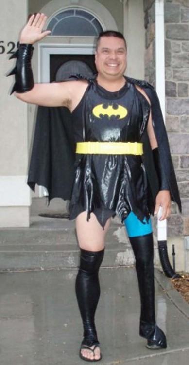homem vestido como Batwoman