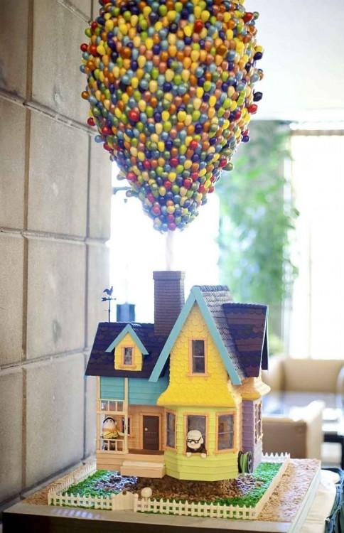 Pastel con el diseño de la casa de la película de UP