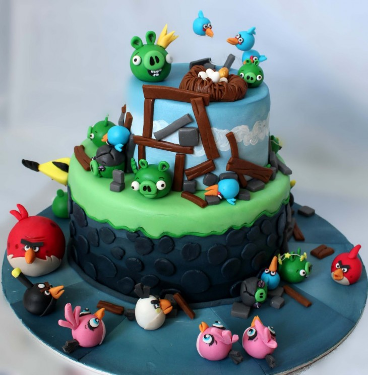 Pastel con el diseño de los Angry Birds