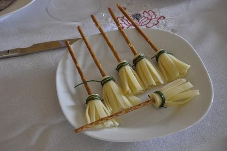 Escobas hechas con queso
