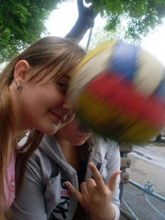 mujer recibe pelotazo en la cara