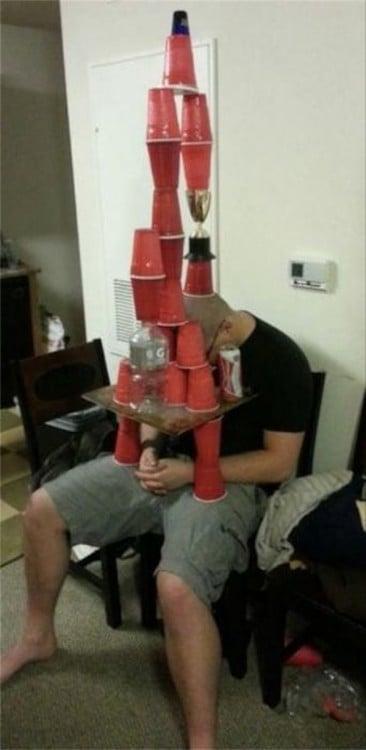 borracho con vasos