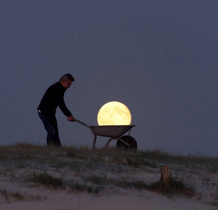 cargando la luna