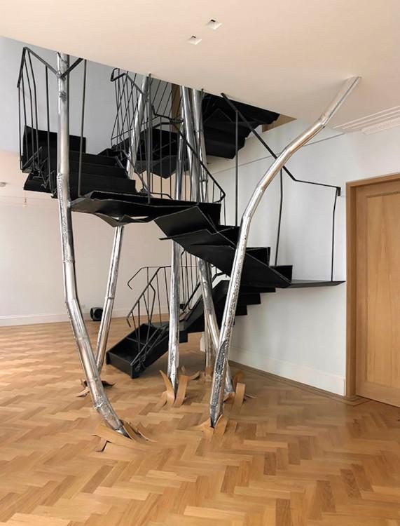 escalera futurista de ineriores