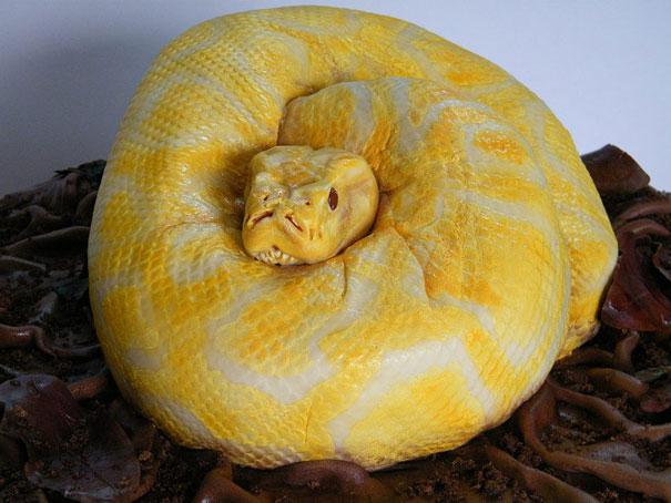pastel en forma de serpiente