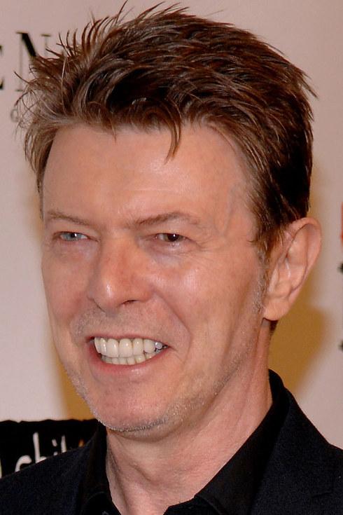 david bowie con dentadura blanca