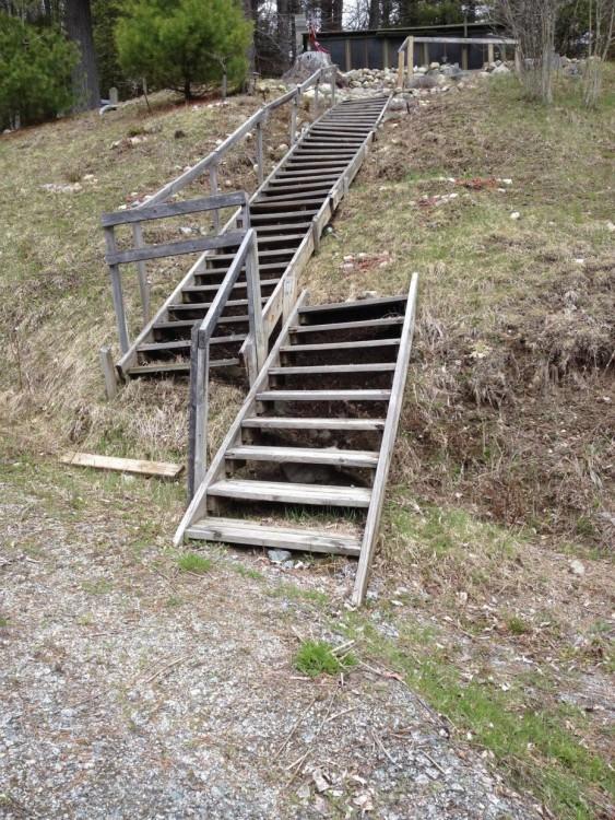 escaleras en forma de puente