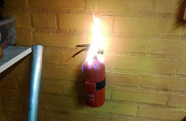 extinguidor incendiandose