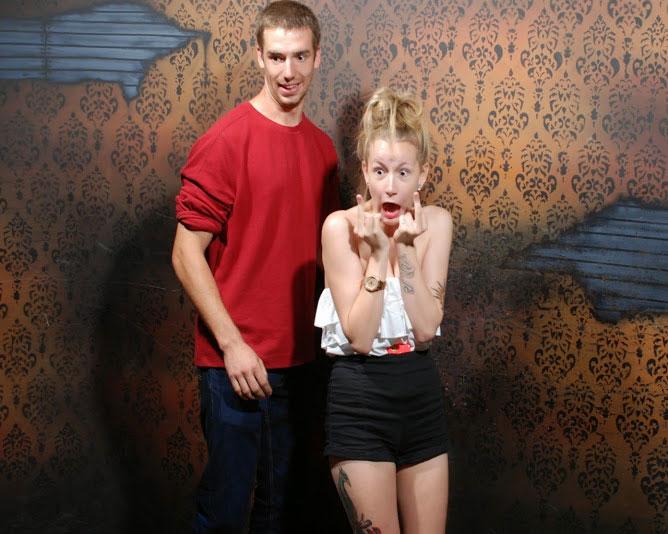 una pareja asustada