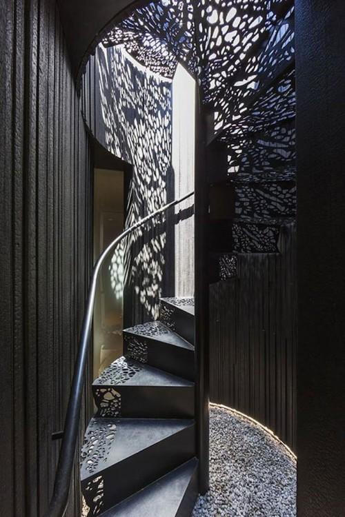 escalera de interior hermosa con encajes