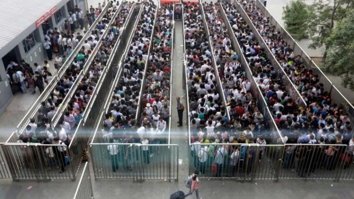 fila para el metro