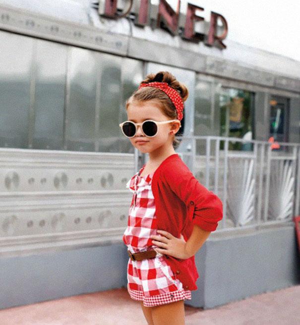 niña conjunto de cuadros rojos