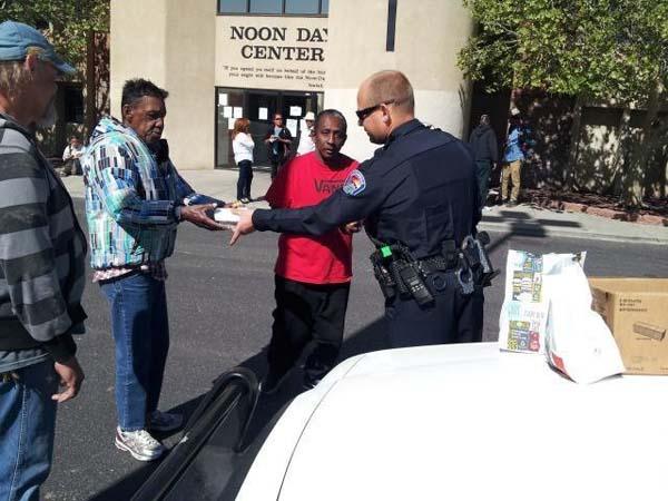 policia hace donativo de comida