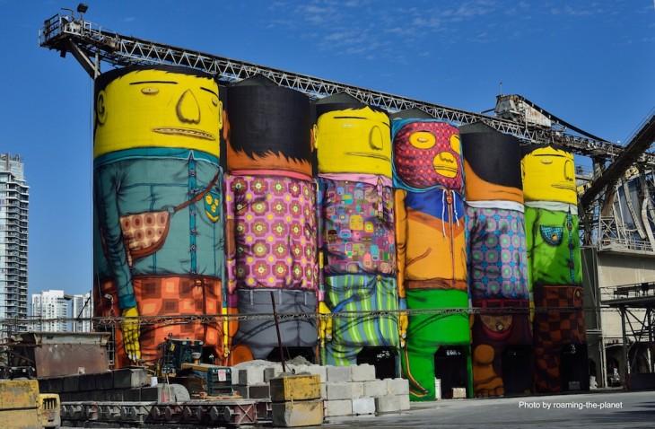 Gemelos Brasileros pintan silos gigantes haciendo murales y arte callejero