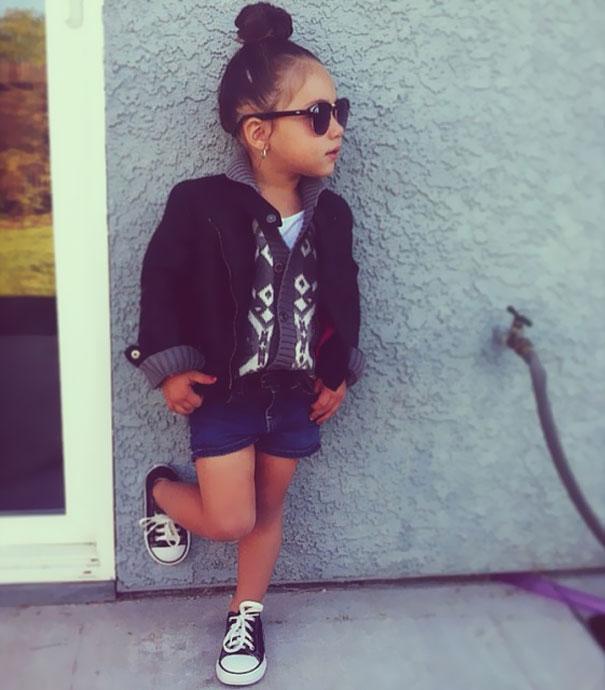 niña modelando