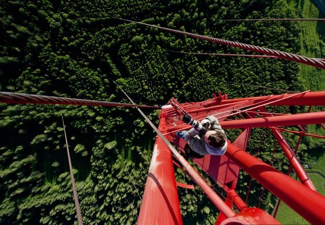 en las alturas de la estructura roja