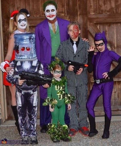 familia disfrazada de los enemigos de batman