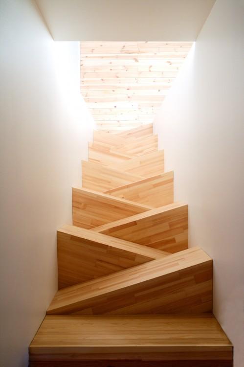 escalera de interior donde te deslizas