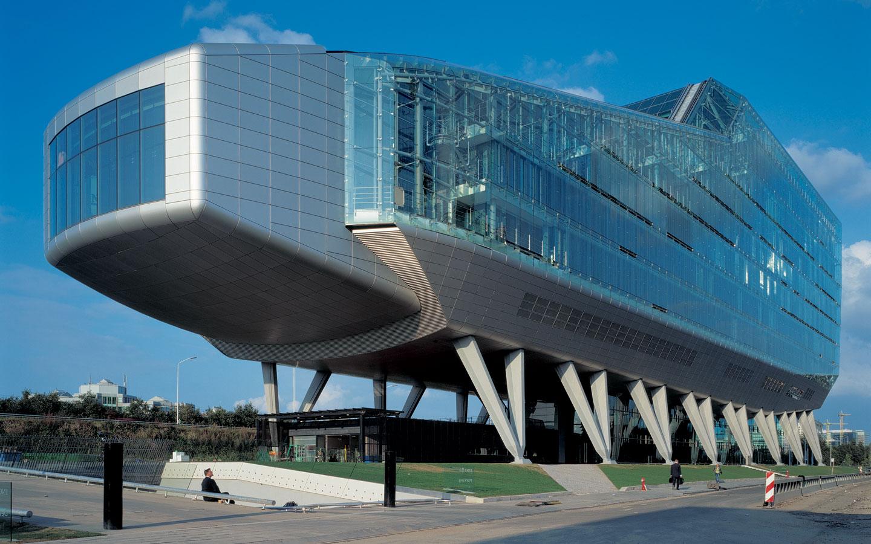 Edificios extra os que rompen con la arquitectura tradicional for Oficinas ing barcelona