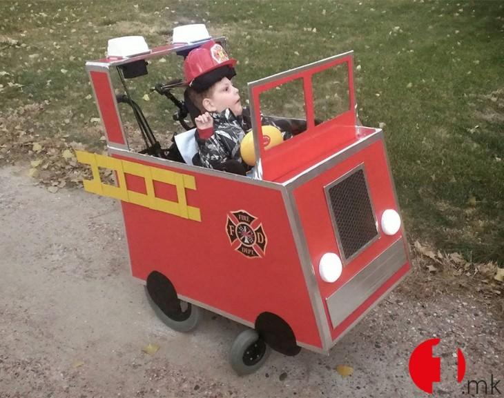 silla de ruedas transformada en camion de bomberos