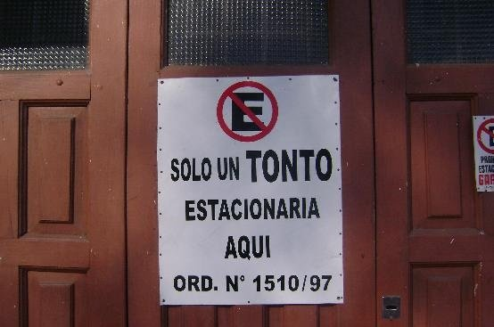 No estacionar, tonto