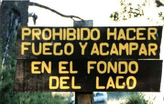 mural bizarro aconseja no acampar en el fondo del lago