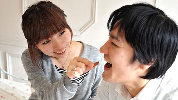 pareja asiiatica de enamorados