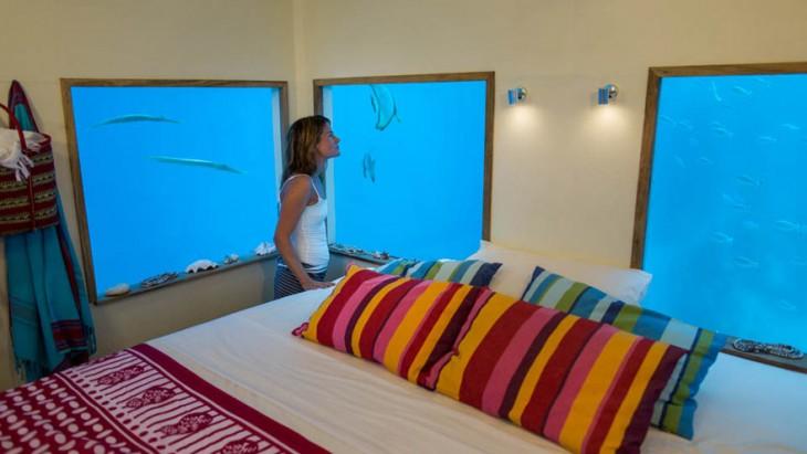 ventanas al oceano en hotel submarino en Zanaibar