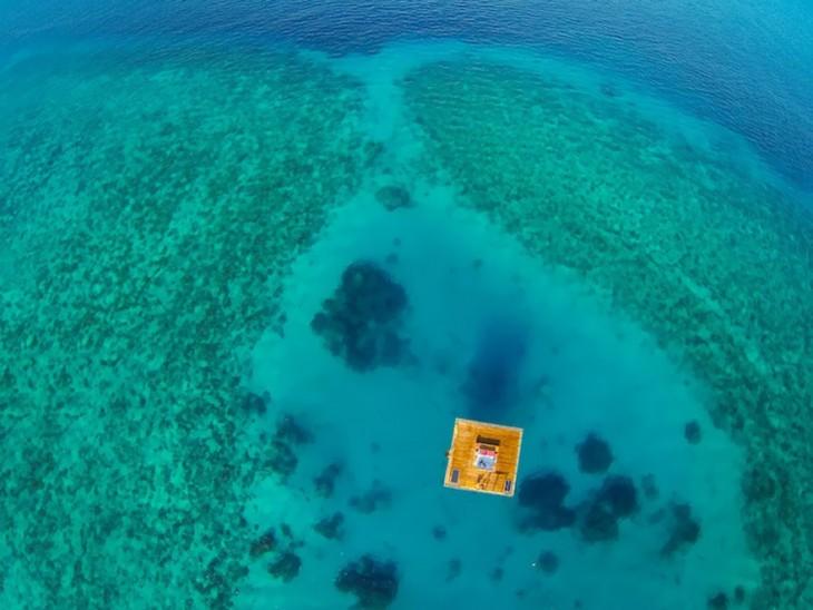 vista de arriba de la habitacion del hotel submarino en Zanaibar