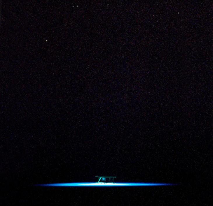 vista nocturna del hotel submarino en Zanaibar