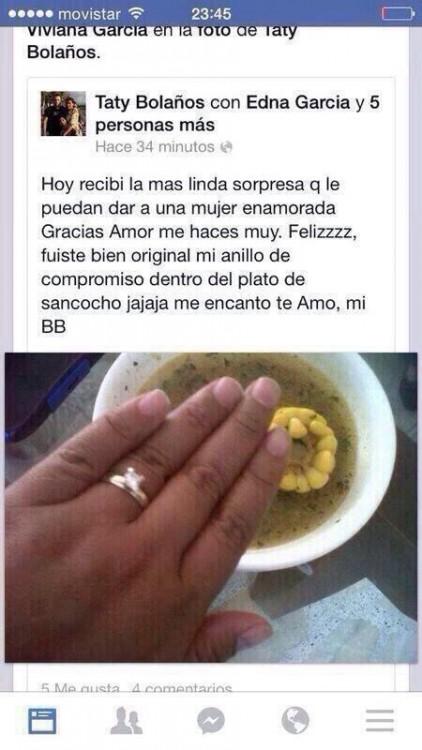 Captura de pantalla de facebook de una chica que presume le dieron el anillo de matrimonio en un plato de sancocho