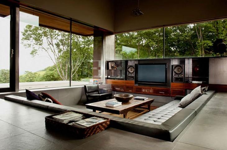 área de sala con entretenimiento dentro de una casa